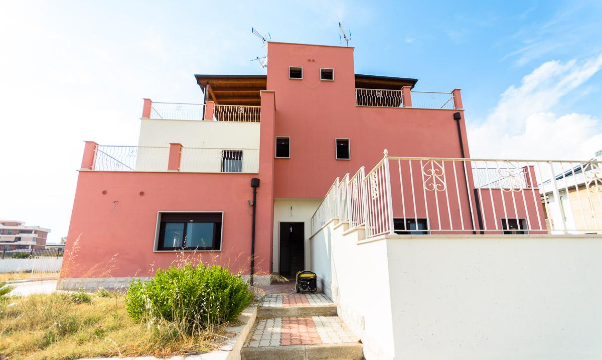Foto 1 - Villa in Vendita a Manfredonia - viale mediterraneo