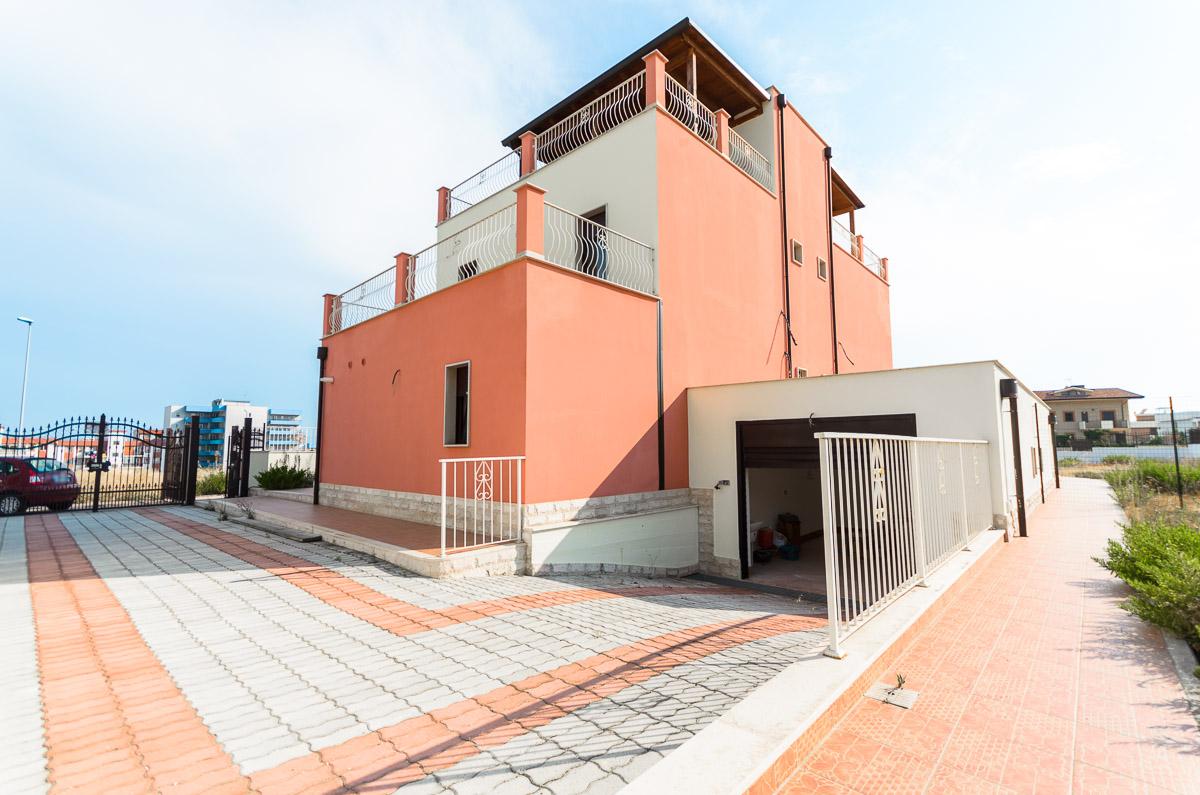 Foto 3 - Villa in Vendita a Manfredonia - viale mediterraneo