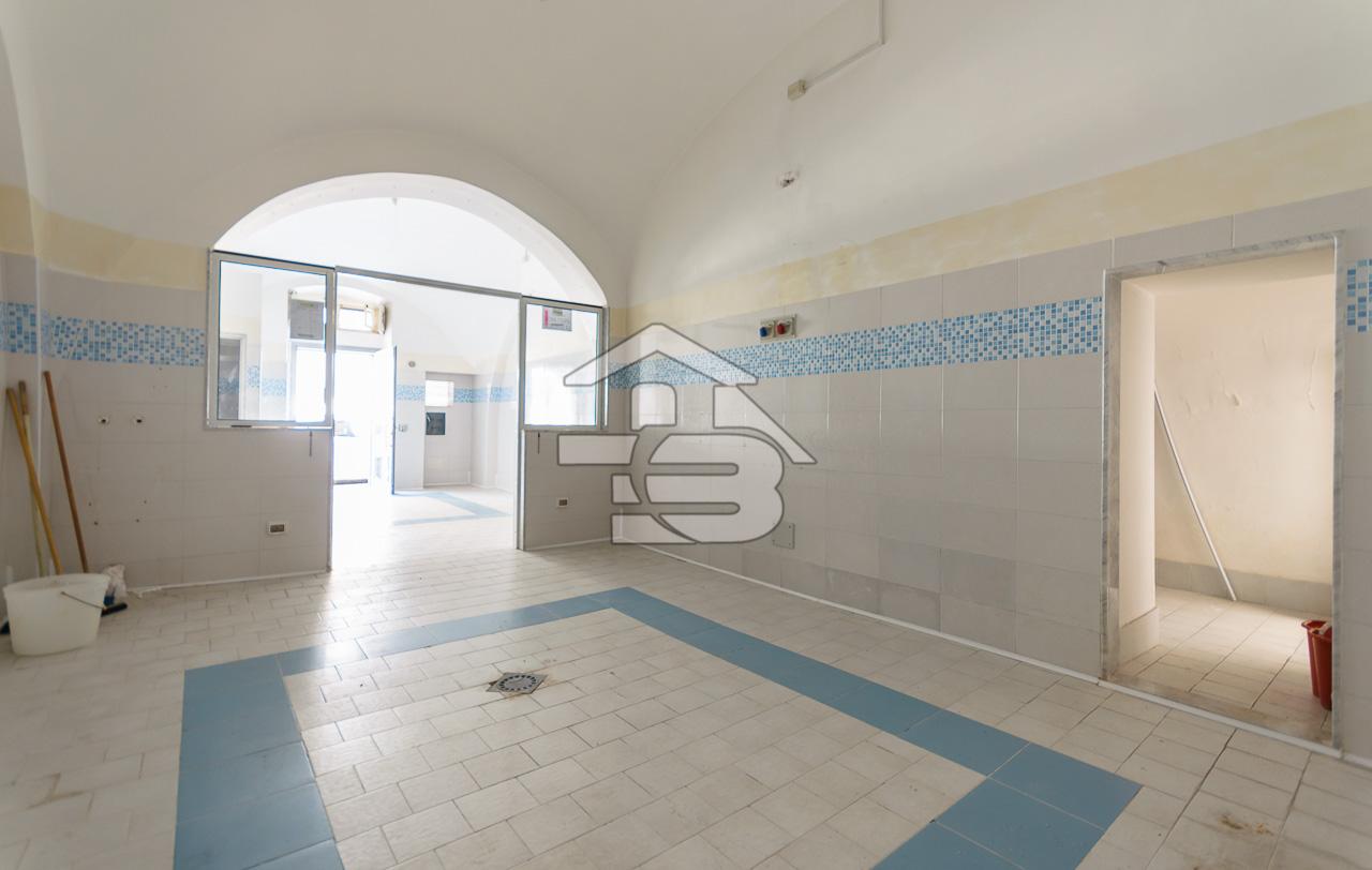 Foto 1 - Laboratorio/magazzino in Vendita a Manfredonia - Via I Maggio