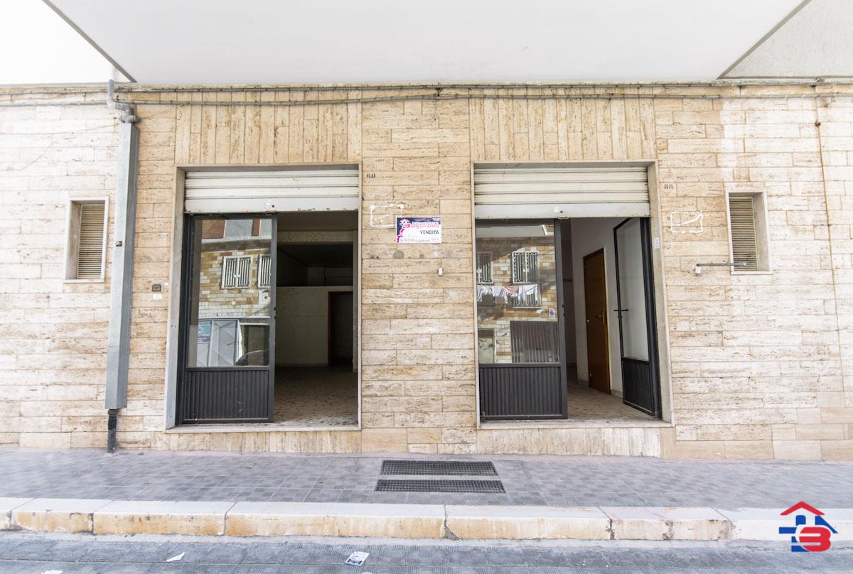 Foto 1 - Laboratorio/magazzino in Vendita a Manfredonia - Via Petrarca