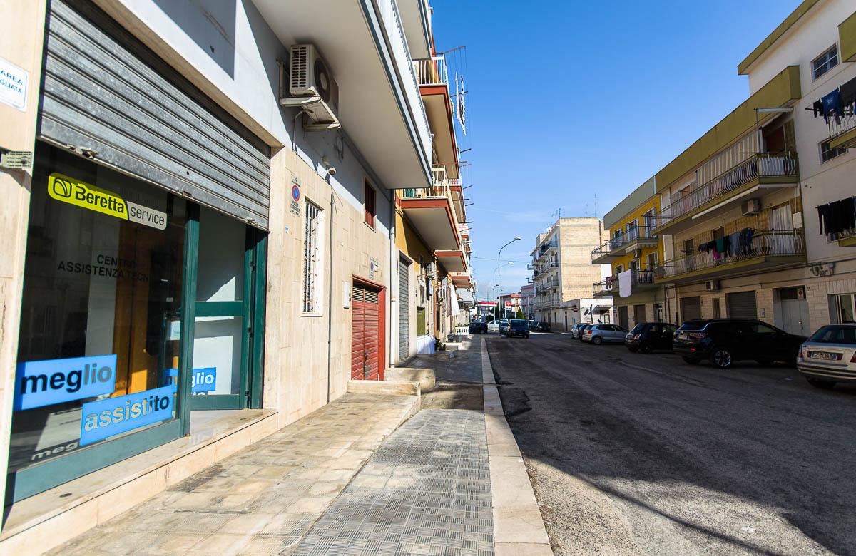 Foto 1 - Locale commerciale in Locazione a Manfredonia - Via Raffaele Basso