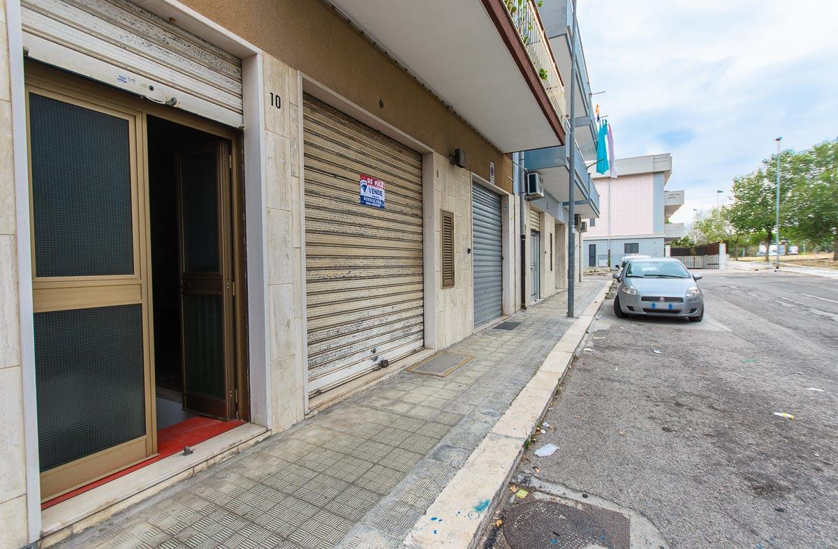 Foto 1 - Laboratorio/magazzino in Vendita a Manfredonia - Via Carlo Frattarolo