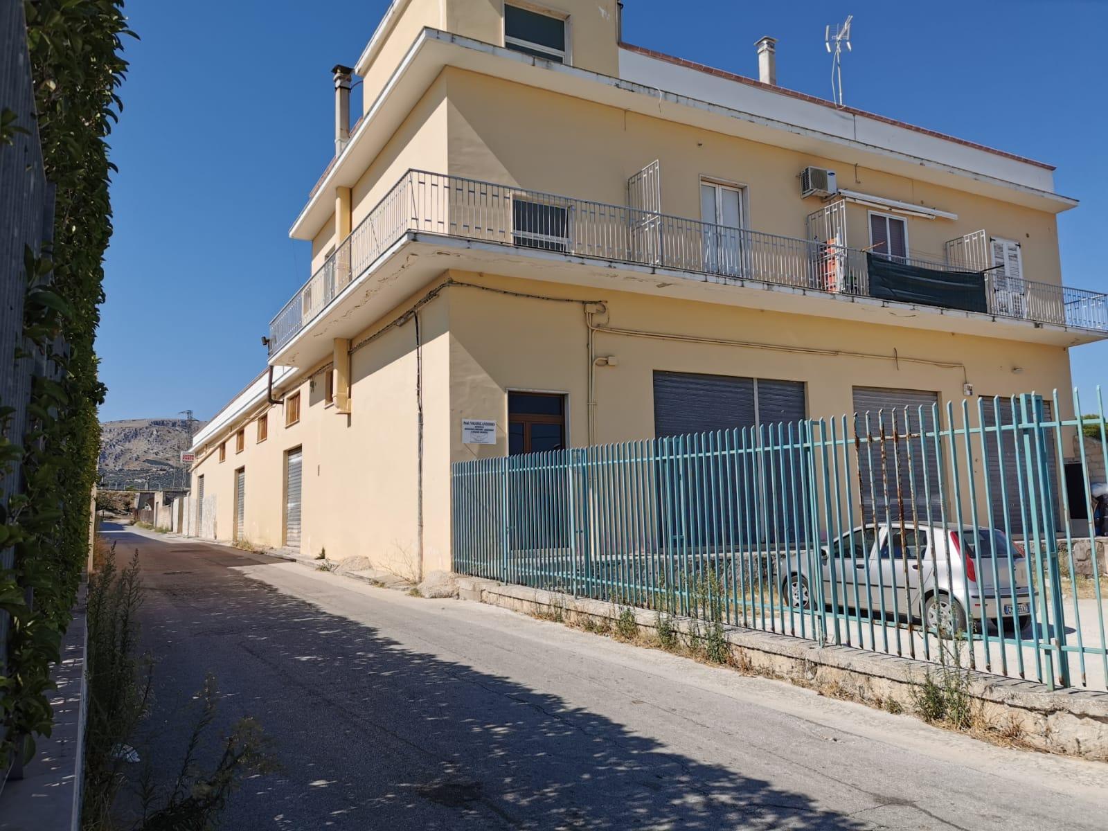 Foto 1 - Laboratorio/magazzino in Vendita a Manfredonia - Viale Padre Pio - Posta del Fosso