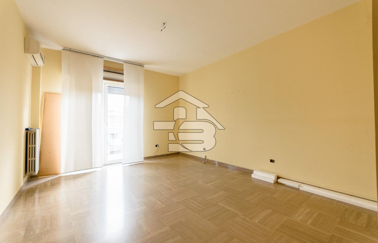 Foto 11 - Ufficio/studio in Locazione a Manfredonia - Viale Beccarini