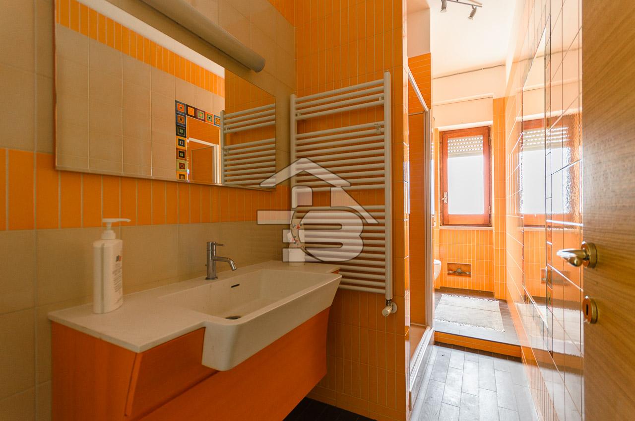 Foto 17 - Ufficio/studio in Locazione a Manfredonia - Viale Beccarini