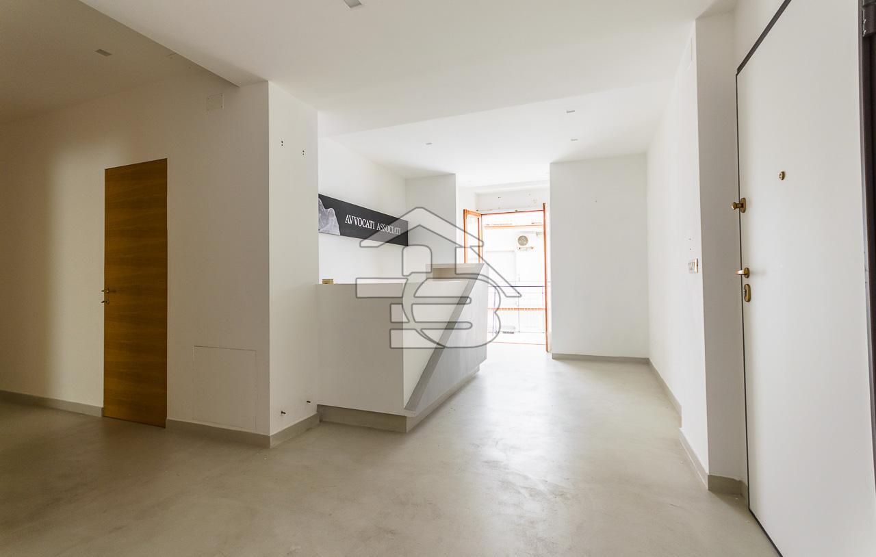 Foto 4 - Ufficio/studio in Locazione a Manfredonia - Viale Beccarini