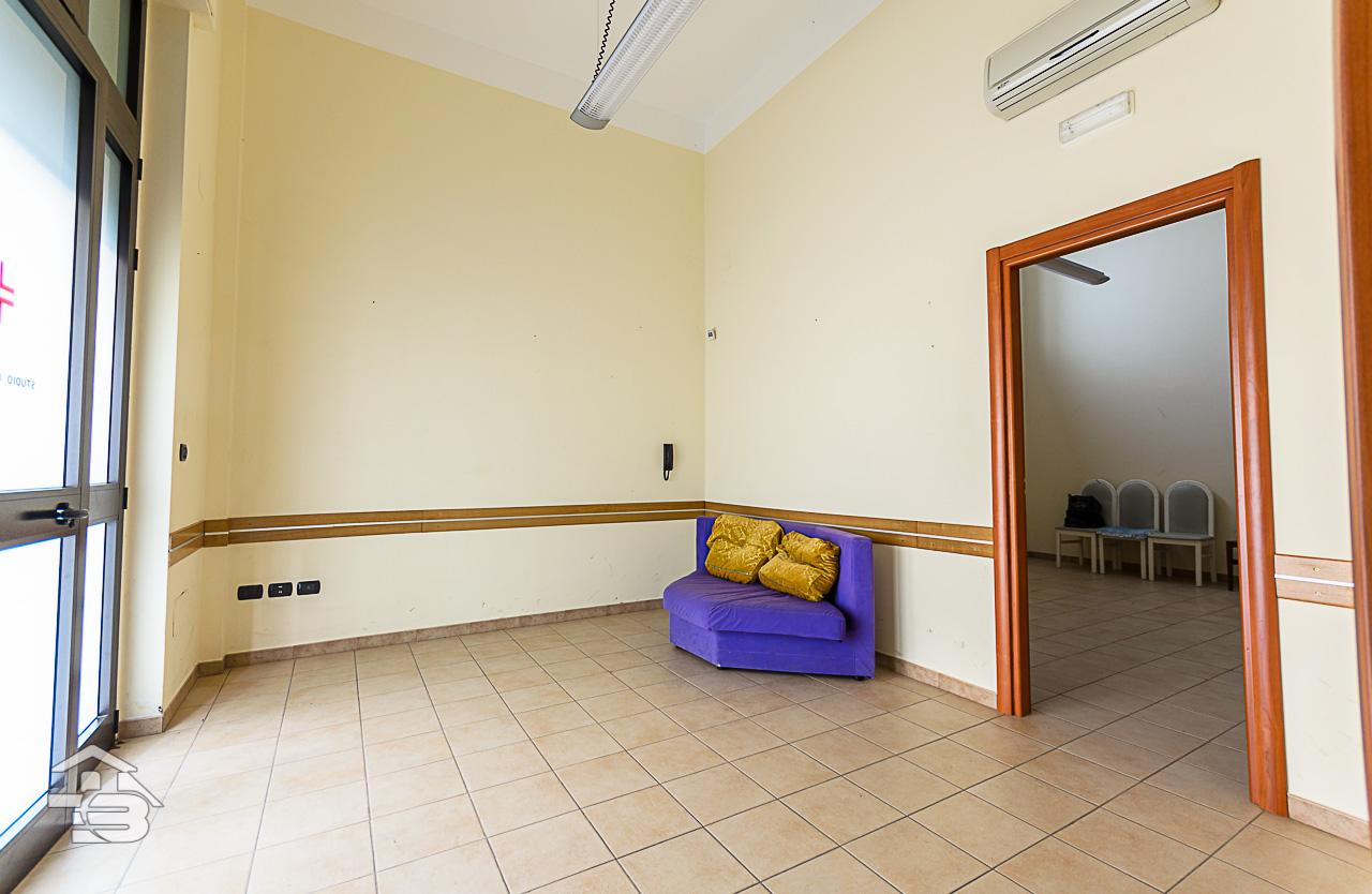 Foto 1 - Ufficio/studio in Locazione a Manfredonia - Via Orto Sdanga