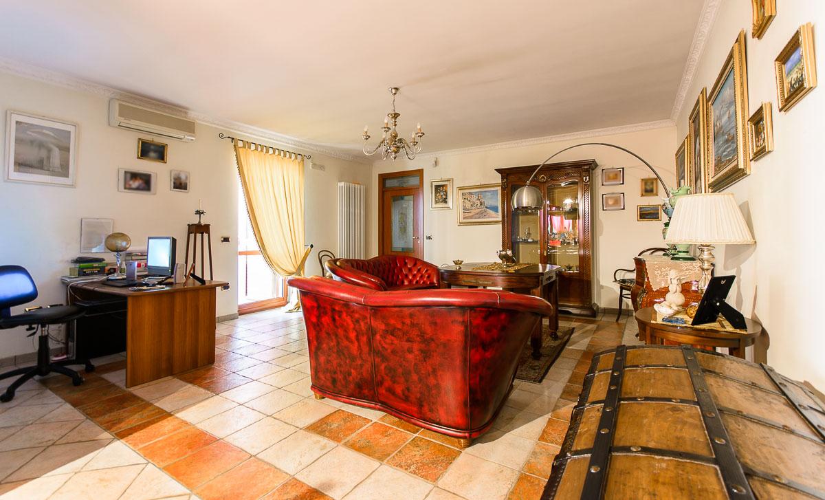 Foto 3 - Ufficio/studio in Vendita a Manfredonia - Viale San Pio